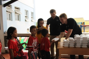 Hundreds of meals are provided by our very own CHRF Project Coordinator and one of our CHRF Board Members in the Philippines.